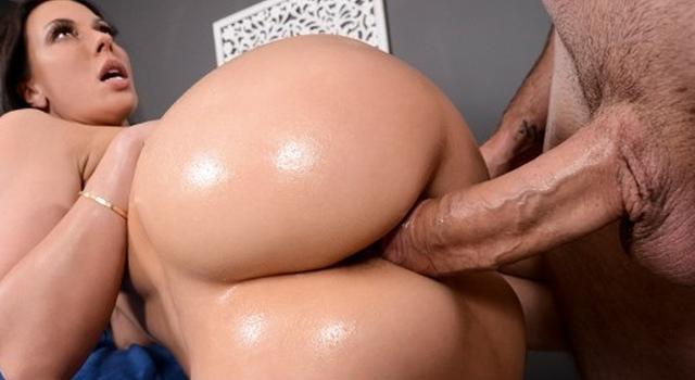 Brazzers - Messy Masseur..